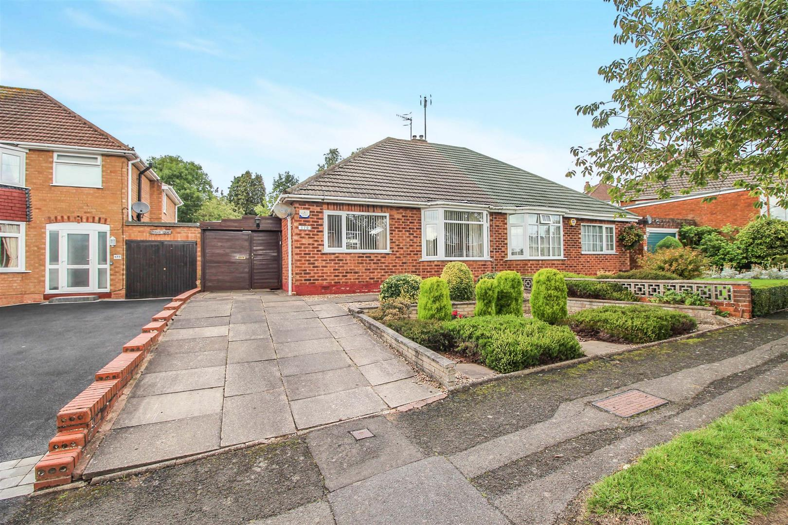 2 Bedrooms Semi Detached Bungalow for sale in Mason Road, Redditch